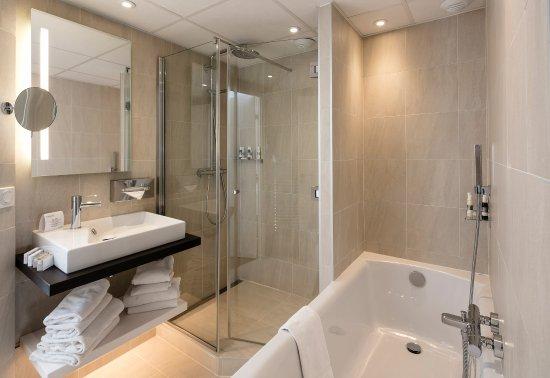 Riva Bella Hotel : SALLE DE BAINS RENOVEE CHAMBRE FAMILLE