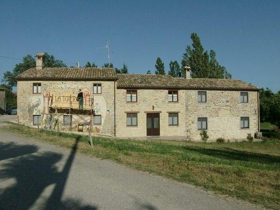 Pennabilli, Italy: L'agriturismo è vicinissimo alla Torre Medievale del Castello Di Bascio