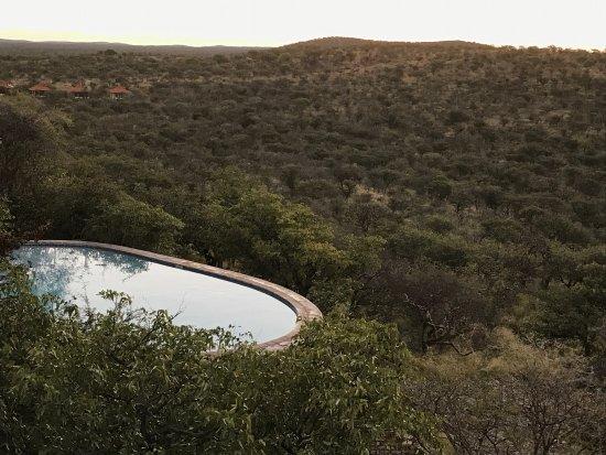 Etosha Safari Lodge : Terrazza con vista