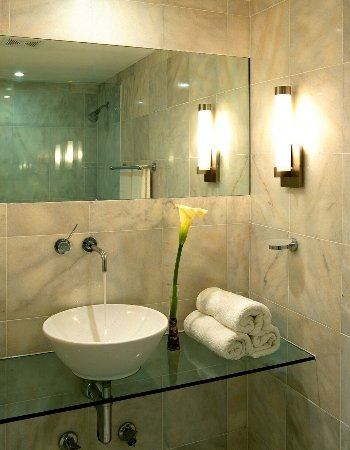 Nassau Suite Hotel: bathroom