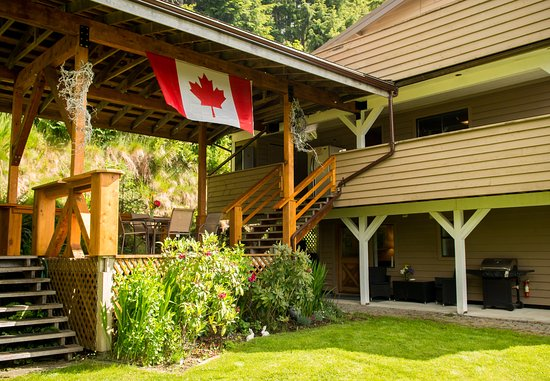 Entrance - Picture of Echo Bay Lodge, Graham Island - Tripadvisor