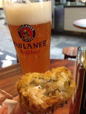 Bar Do Mane: Bolinho de bacalhau + Paulaner