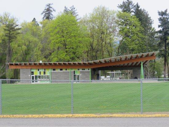 Vernon, Kanada: Brand new concession and washrooms!