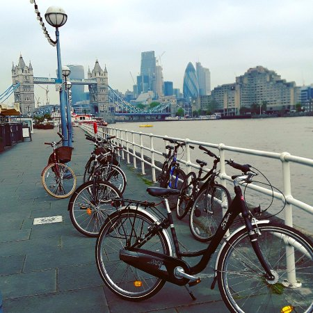 Cycle Londons Landmarks: Come and experience views like this on The Dock Tour ❤