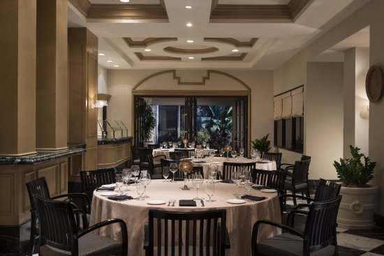 Fiorenzo italian steakhouse private dining room picture for Best private dining rooms orlando
