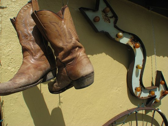 Rodeo, Nuevo Mexico: Outside The Cowboy Room