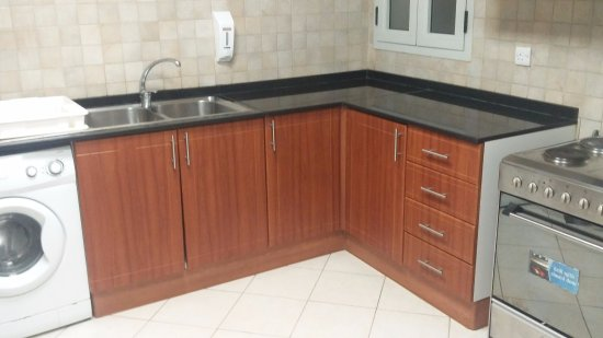 Winchester Hotel Apartments: Kitchen..