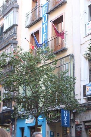 Hotel Mirador Puerta del Sol: View from Street