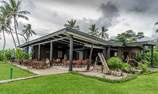 Paradise Taveuni: Dining and Lobby area - covered outdoor dining