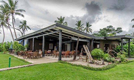 พาราไดซ์ ทาวูนิ: Dining and Lobby area - covered outdoor dining