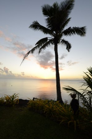 พาราไดซ์ ทาวูนิ: Evening sunset view from the resort pool area