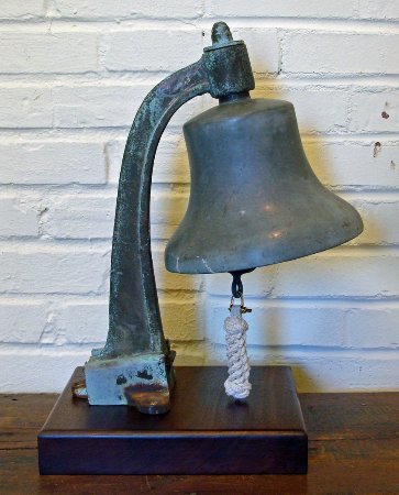 พอร์ตสมัท, เวอร์จิเนีย: Authentic WWII era US Navy bell cast at the Norfolk Naval Shipyard