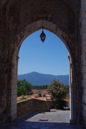 Porte Balaguer, entrée de la ville haute de Elne