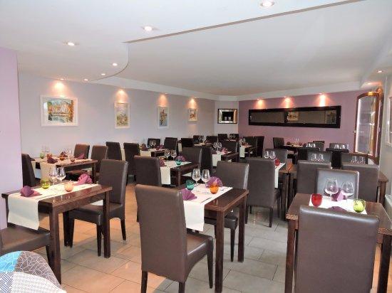 Elne, France: Notre salle de restaurant contemporaine