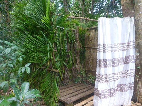 douche ext rieure avec vue imprenable photo de hamac. Black Bedroom Furniture Sets. Home Design Ideas
