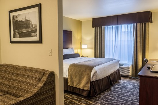 Chippewa Falls, WI: Studio Suites with Pullout Couch Available