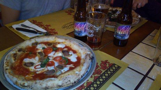 Ortezzano, Italy: Pizza con olive ascolane e birra agricola