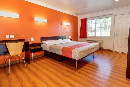 Motel 6 Garden Grove Picture