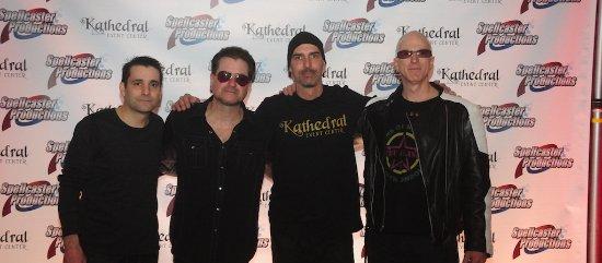 Hammonton, NJ: Meet the band in the VIP Loft!