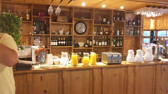 Foto de Faro del Lago, Gualeguay: Terraza del restaurante-comedor ...