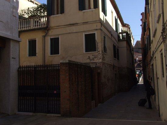 Casanova ai Tolentini: Building
