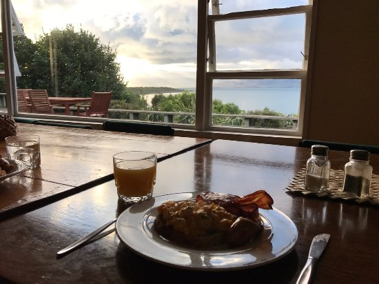 Paraparaumu, Nouvelle-Zélande : Breakfast with a view!
