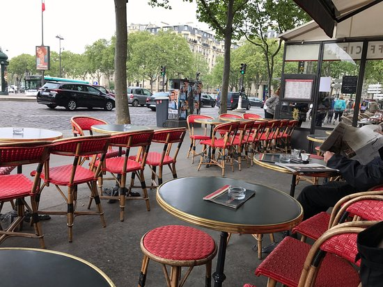 Cafe des Officiers : Perfect spot to watch the world go by.