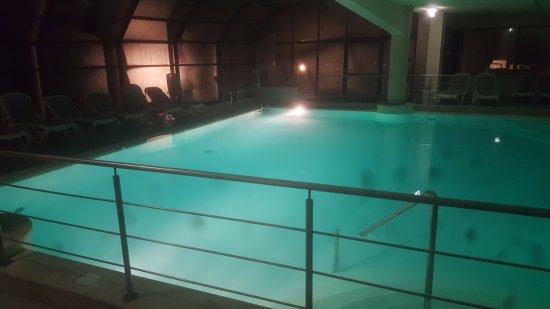 Casanova Pansarine, Italy: Foto della piscina dal centro benessere di sera ..massimo relax!