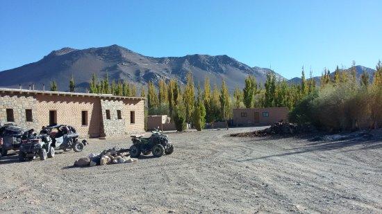 El Penon, Argentina: Vista del frente y la montaña atras
