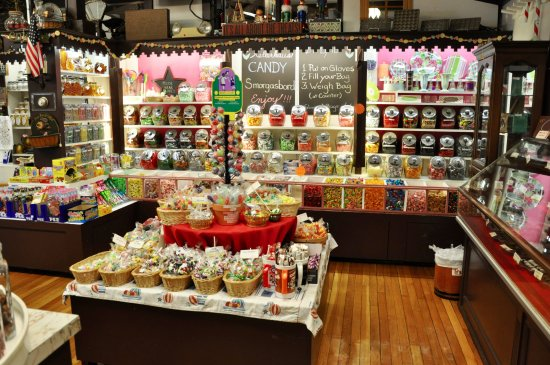 Weirs Beach, Nueva Hampshire: Kellerhaus - Part Candy Store