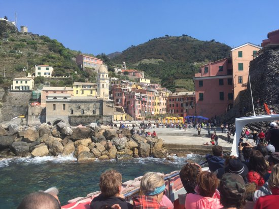 5 Terre Gulf of the Poets : Docking at Vernazza
