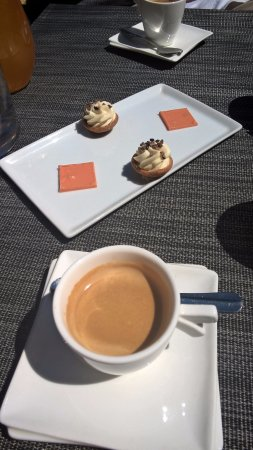 Le caf et ses mignardises picture of le verre y table - Restaurant le verre y table viroflay ...
