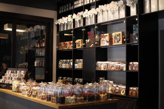 Emils Gustavs Chocolate: Beutifull inside of the shop