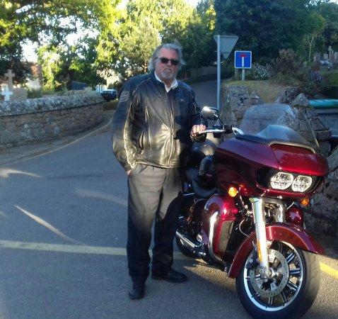 Saint Saviour, UK: Limo Bikes Jersey