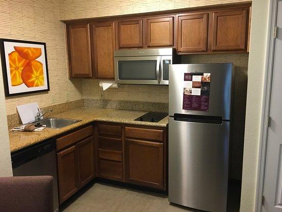 Residence Inn Huntsville: Kitchenette in Queen Bedroom Suite