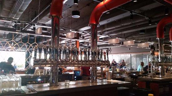 Maui Brewing Company: Maui Brewing taps