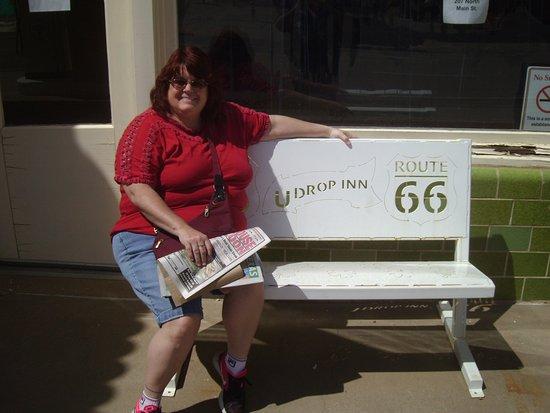 Shamrock, Техас: wife on bench