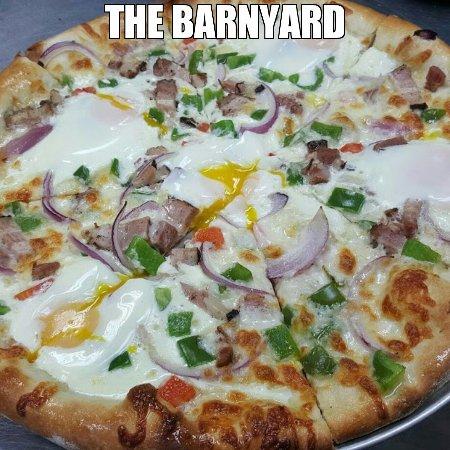 Lee's Summit, MO: The Barnyard Pizza
