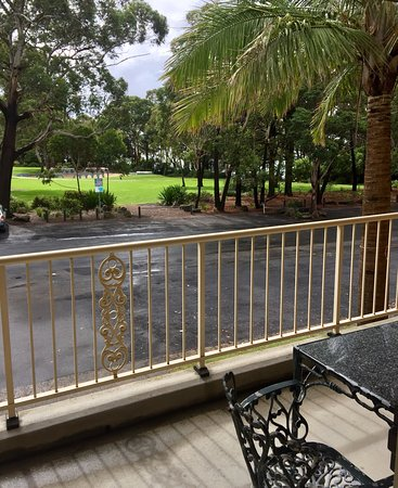 Huskisson, Australien: View from one of our balcony rooms - parkland through to the ocean