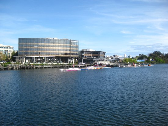 Victoria Capital Regional District, Kanada: View across the water from the trail.