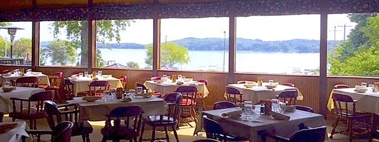 Hartford, WI: Beautiful Lake View from Dining Room