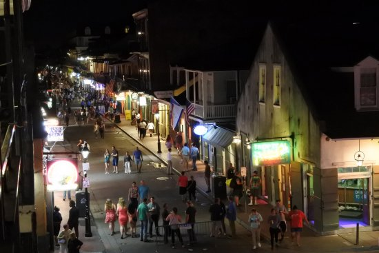 Four Points By Sheraton French Quarter: Bourbon St, just after dark