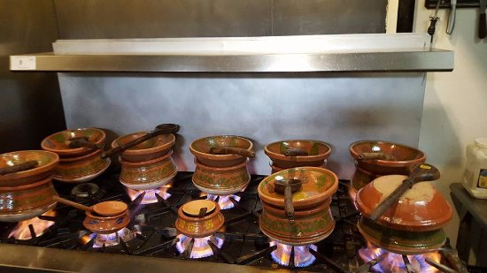 Clay Handi Restaurant Cooking in Clay Pots & Serving in Clay Dinnerware - Picture of Clay Handi Restaurant ...
