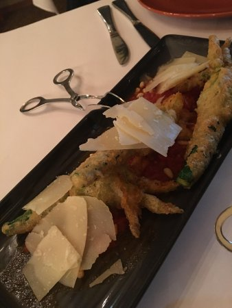Il Cacciatore Restaurant: Beautiful delicious zucchini flowers that melted in your mouth