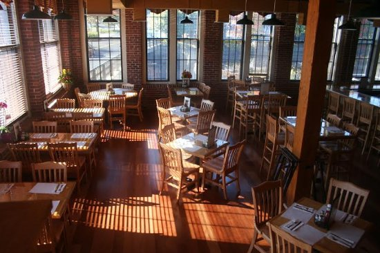 Duffy's Tavern & Grill: The Pub dining room overlooking the Mousam River!