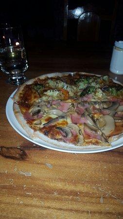 San Luis, Costa Rica: Gutierrez Family Pizzaria