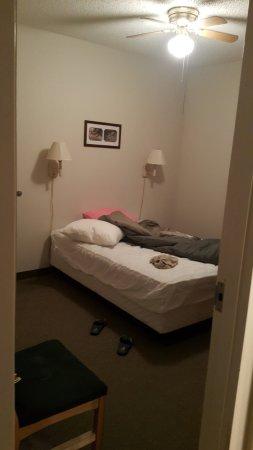 Lake Park, GA: Bedroom - 2 room cabin