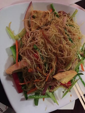 Milford, MA: Singapore rice noodles & vegetables - average at best.