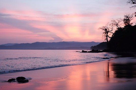 Copa de Arbol Beach and Rainforest Resort: Sunrise on the beach