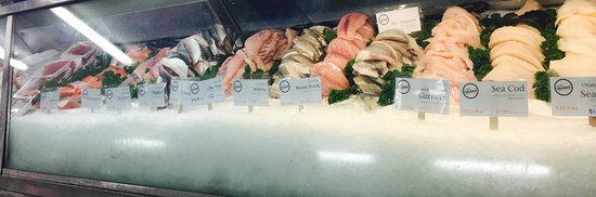 Tweed Heads, Australia: Variety of FRESH fish available to be cooked by us or cooked by you at home!!